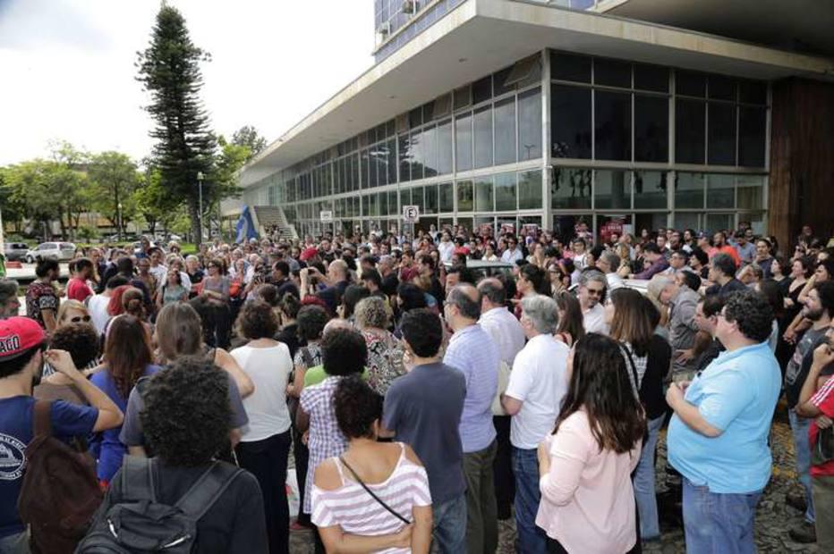 Manifesto de intelectuais repudia ação policial 'espetacular' na UFMG